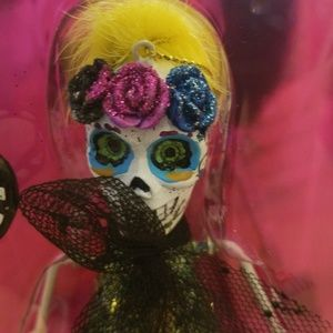 Betsey Johnson skull and cat ornament